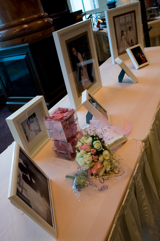 pre weddings photos display