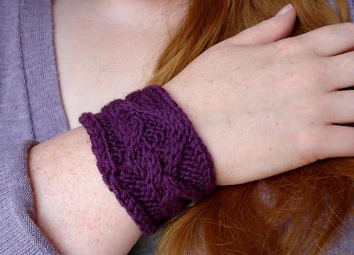 Cableknit wristwarmer cuff free pattern 3 needle bind off