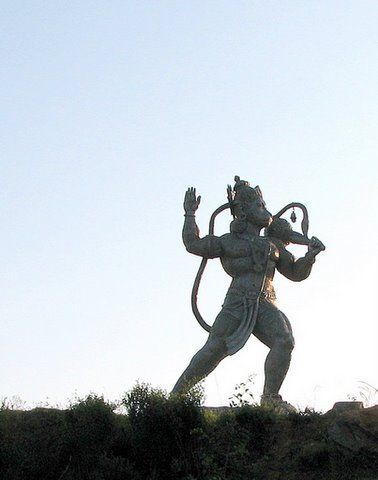 Hanuman on the way to Tumkur 121007