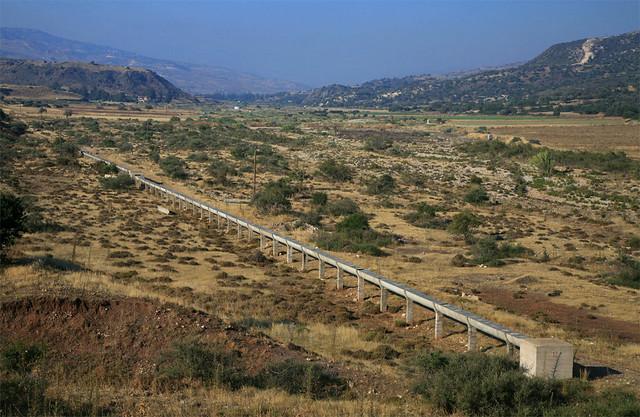 Irrigation system , Diarizos valley, Cyprus / Αρδευτικό σύστημα, κοιλάδα Διαρίζου
