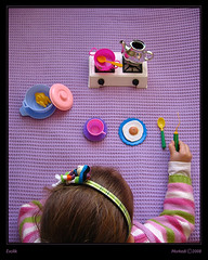Evcilik / playing at families (morkedi ) Tags: game color girl canon toy funny child play purple a510 mor ocuk canona510 kz oyuncak renk morkedi morrkedi evcilik playingatfamilies dostrfp02