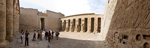 P1040149_Luxor_Ramses3FuneraryTemple_MedinatHabu_Panorama