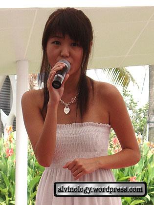 Kewei singing
