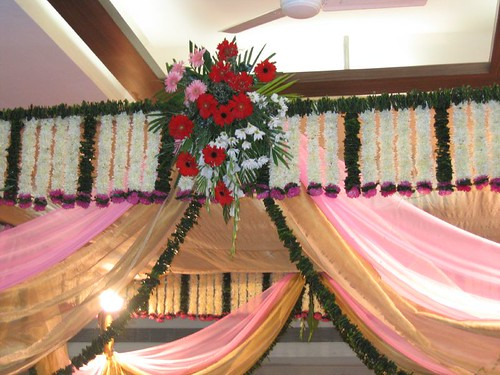 The wedding hall decorations can have multiple choices as styles and types