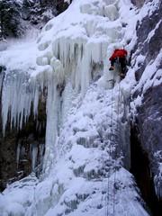Crux of O.J. (Dru!) Tags: canada ice waterfall december bc britishcolumbia 2006 limestone iceclimbing lillooet crux redjacket icefall iceclimber hatcreek stemalot cornwallhills oregonjack interiorplateau clearrange