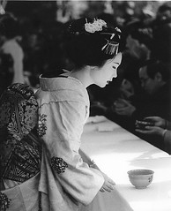... formal elegance in kyoto (richard thomson) Tags: blackandwhite bw topf25 festival japan nikon kyoto shrine profile formal maiko geiko 35mmfilm geisha  teaceremony delicate matsuri ilford fp4 elegance nodate kitanotenmangu formality nikonfe2 baikasai fe2 kanzashi whitemakeup hanakanzashi umewaka shrinefestival