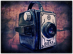 Bieka | A Very Old Camera (Fernando Delfini) Tags: life camera old texture film canon vintage reflections photo still antique sopaulo powershot sampa fernando antiga paulo so lucisart delfini a620 lumination bieka