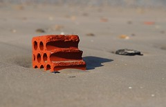 concha artificial en la playa de Mio (briveira) Tags: brick ladrillo beach sand playa arena mio briveiracom