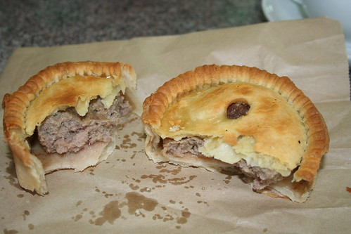 2008-01-14 - Travelling - McGregors bakery in Palmerston - 05 - Mutton pie innards