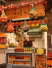 Juice Stall (hazy jenius) Tags: world street city trip travel urban food orange man frutas fruit market juice muslim middleeast photojournalism stall mercado backpack syria bazaar damascus souq oldcity cham global vegetales dimashq ashsham