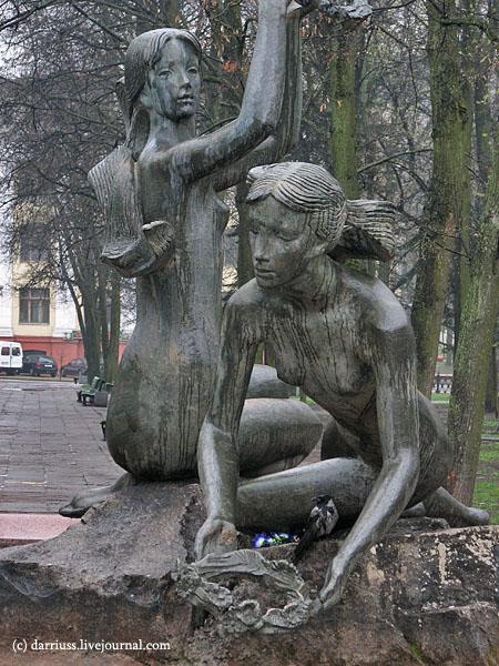 minsk_fountain_crow_12