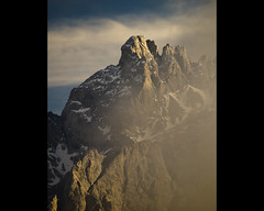 Torre de Carnizoso (jtsoft) Tags: sunset mountains landscape asturias olympus nubes alpenglow picosdeeuropa themoulinrouge e510 cabrales firstquality zd50200mm ondn jtsoftorg torredecarnizoso