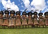 Suli Muli, Papua New Guinea (Eric Lafforgue) Tags: pictures festival photo flash picture culture tribal hasselblad highland papou tribes png tribe papuanewguinea papua ethnic hagen enga headdress singsing papu ethnology oceania 巴布亚新几内亚 ethnologie coiffe h3d papus oceanie ethnique papous papuaneuguinea lafforgue papuanuovaguinea パプアニューギニア ethnie ericlafforgue papuan papouasie papouasienouvelleguinée mounthagen mounthagenshow papuans papoeanieuwguinea papuásianovaguiné mthagenshow ericlafforguecom wwwericlafforguecom sulimuli kompiam παπούανέαγουινέα папуановаягвинея papuanewguineapicture papuanewguineapictures paouasienouvelleguinéephoto papouasienouvelleguineephotos papuanewguineanpeople mthagenfestival mounthagenfestival maquillagemounthagen maquillagemthagen makeupmthagen remotetribe papúanuevaguinea augustfestival 巴布亞紐幾內亞 巴布亚纽几内亚 巴布亞新幾內亞 paapuauusguinea ปาปัวนิวกินี papuanovaguiné papuanováguinea папуановагвинеја بابواغينياالجديدة bienvenuedansmatribu
