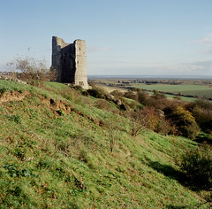 Hadleigh Castle (luns_spluctrum) Tags: green tlr film interestingness interesting ruins g mat 124 essex yashica nph hadleighcastle fuji400h