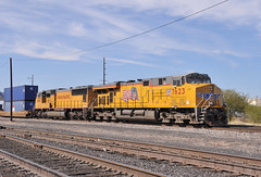 Union Pacific locomotives 7623 and 4663 as remote helpers on a westbound freight train, Tucson, Arizona, March 20, 2008 (Ivan S. Abrams) Tags: california arizona up nebraska tucson nevada ivan eisenbahn trains sierra amtrak sp fresno getty unionpacific freighttrains reno nikkor abrams railways nikondigital tehachapi trainspotting locomotives cajon gettyimages railroads southernpacific smrgsbord tucsonarizona uprr pfe cnw unionpacificrailroad ferromex chicagoandnorthwestern railfans 12608 sprr sunsetroute americantrains unionpacificrailway pacificfruitexpress onlythebestare ivansabrams trainplanepro arizonatrains southwesterntrains nikond300 pimacountyarizona safyan arizonabar spdaylight arizonaphotographers ivanabrams cochisecountyarizona westerntrains westernustrains railroadsofarizona gettyimagesandtheflickrcollection copyrightivansabramsallrightsreservedunauthorizeduseofthisimageisprohibited tucson3985gmailcom ivansafyanabrams arizonalawyers statebarofarizona californialawyers califiorniazephyr copyrightivansafyanabrams2009allrightsreservedunauthorizeduseprohibitedbylawpropertyofivansafyanabrams unauthorizeduseconstitutestheft thisphotographwasmadebyivansafyanabramswhoretainsallrightstheretoc2009ivansafyanabrams abramsandmcdanielinternationallawandeconomicdiplomacy ivansabramsarizonaattorney ivansabramsbauniversityofpittsburghjduniversityofpittsburghllmuniversityofarizonainternationallawyer