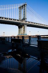 Manhattan Bridge (=Thomas=) Tags: new york nyc bridge blue white water canon eos wasser manhattan l 5d blau 35 brücke weiss ef ef3514l