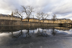 Reflet glacé (Fabien Husslein) Tags: metz moselle lorrain france place comedie canal glace ice eau reflet reflection city ville hiver winter