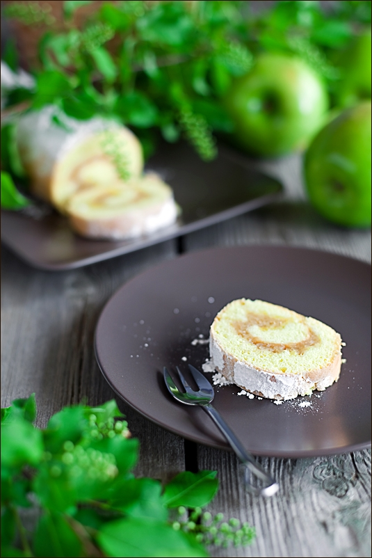 Sponge roulade with apple filling