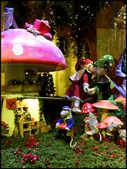 365: #265, Stockmann's X-mas Window (HenriBlock) Tags: christmas window mushroom mice 365 elves