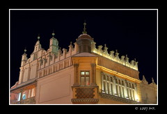 The Cloth Hall on the Market Square in Cracow (Mariusz Petelicki) Tags: night krakw cracow hdr noc sukiennice blueribbonwinner abigfave canon400d aplusphoto diamondclassphotographer themarketsquare mariuszpetelicki theclothhall