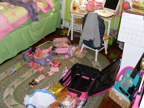 Emily´s suitcase explosion