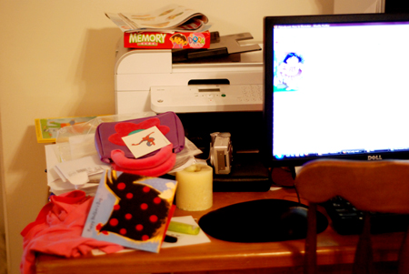 messy desk 001