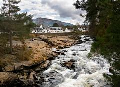 Falls of Dochart, Killin (the44mantis) Tags: bridge fall river landscape scotland waterfall highlands scenery rocks whitewater cottage perthshire escocia falls schottland schotland ecosse killin dochart scozia