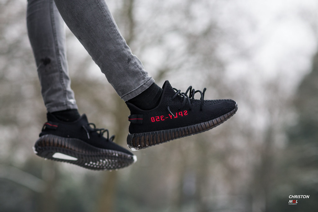 Adidas Yeezy Boost 350 V 2 Bred Core Black Red size 9.5