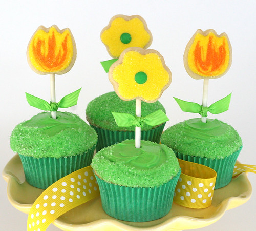 Spring Cupcakes with Cookie Toppers
