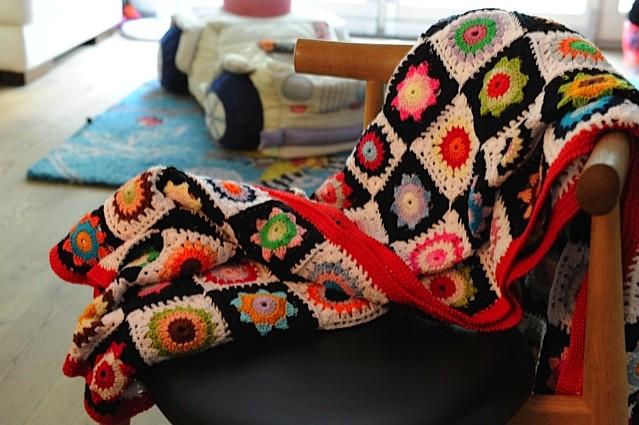 Ročno pletena odeja.