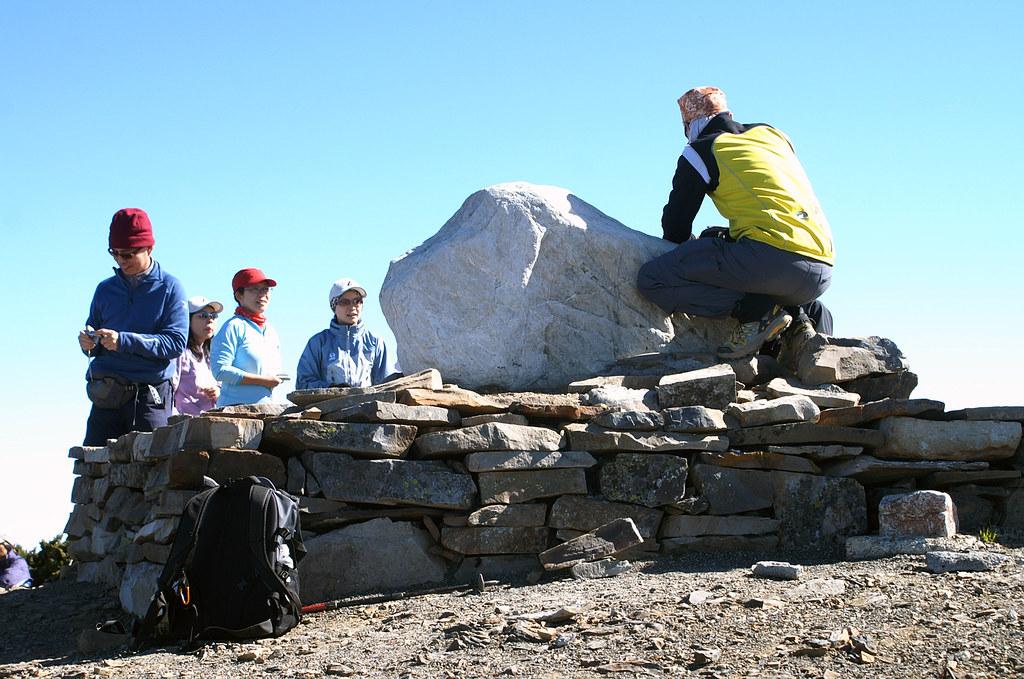 雪山主峰石碑的背面