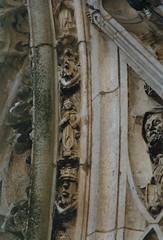 Zutphen, Gelderland, Walburgiskerk, Mariaportaal, detail (groenling) Tags: angel engel zutphen gelderland shawm walburgiskerk schalmei mmiia