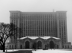 Abandoned Michigan Central Train Station in the fog - Detroit (DetroitDerek Photography ( ALL RIGHTS RESERVED )) Tags: railroad winter bw abandoned beauty station fog train decay michigan urbandecay 1988 detroit central ruin railway icon depot passenger 1912 february briggs 2008 mcs dilapidated 313 motown corktown michigancentral