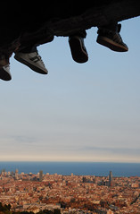 A tus pies (SlapBcn) Tags: barcelona feet face wonderful shoes pies slap torreagbar bdf zapatillas sabates 18200vr nikond80 diamondclassphotographer flickrdiamond slapbcn