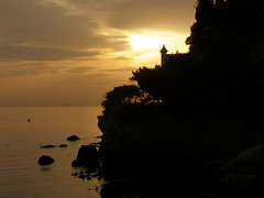 ORIENTE ? (giotto1959) Tags: sunset sea sky sergio evening tramonto mare searchthebest olympus cielo acqua castello trieste controluce sunsetsky 2007 sera miramare giotto scogli tranquillit olympussp500uz mywinners tramontiitaliani autunno2007 ysplix giotto1959 olympusuz500sp nginationalgeographicbyitalianpeople goldstaraward castellodellefavole flickrpointofview