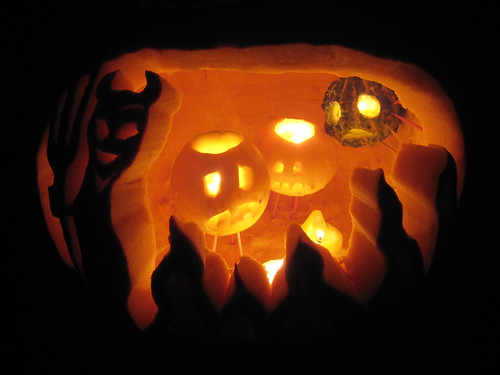 Friday: enter a pumpkin carving contest (photo by Plutor).