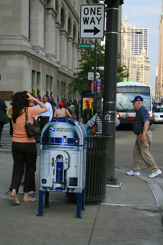 Chicago R2D2 along Michigan Ave