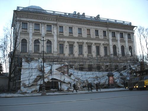 SPb, NevskyProspekt -- Broken scaffold