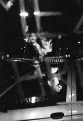 [ ECOPASS ] Beyonce alla fermata della 60 (Urca) Tags: blackandwhite bw italia milano bn 2008 biancoenero beyonce fds24hdrkaranka