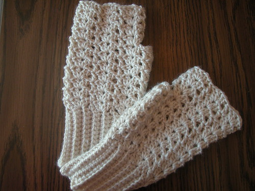 Free Crochet Pattern Childrens Fingerless Gloves : A few of my favorite fingerless mittens (and a free pattern!)