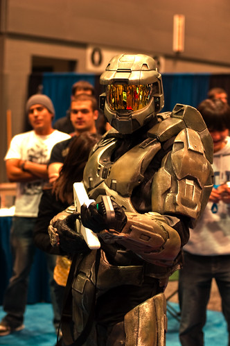 Master Chief playing Guitar Hero