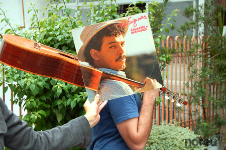 Sleeveface (Flickr/Mauren Veras