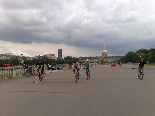 01.06.08 bike polo a invalides
