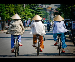 One, two, three~ they also wear the same shoes~ (Vu Pham in Vietnam) Tags: street travel bicycle lady movement asia southeastasia vietnamese candid streetphotography vietnam dailylife hue vu canoneosdigitalrebelxt indochina 光 バナナ hué 色 việtnam 越南 conicalhat huế dulịch เวียดนาม nón 베트남 nónlá huecity cuộcsống đườngphố xeđạp conngười châuá cốđô thurathienhue kinhđô raininvietnam vỹdạ thànhhuế commentwithimageswillbedeletedsosorryforthis