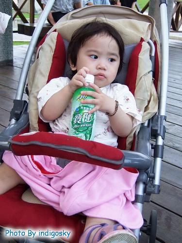 2007_0526_↑蝦餅是水美座的,手上常常會抱著一個瓶子