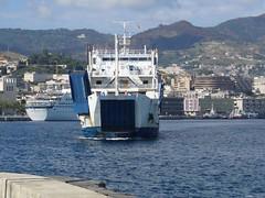 Nave in vista (zancle76 (Roberto Lembo)) Tags: italy landscape italia mare nave porto sicily geotag viaggio sicilia messina traghetto stretto trasporti straitofmessina zancle76