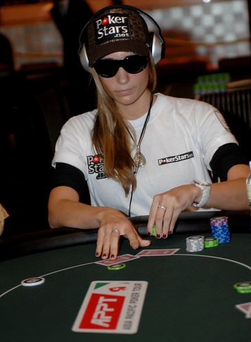 APPT Macau 2007: Vanessa Rousso at High Roller table