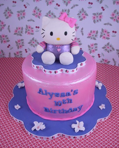 HEB Cakes Designs http://bigfatcook.com/tipsntricks/foodydoo/hello-kitty-cakes/