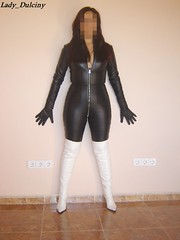 Catsuit, Guantes, Botas 2 (lady_dulciny_boots) Tags: white black leather boots gloves topv4444 catsuit ladydulciny