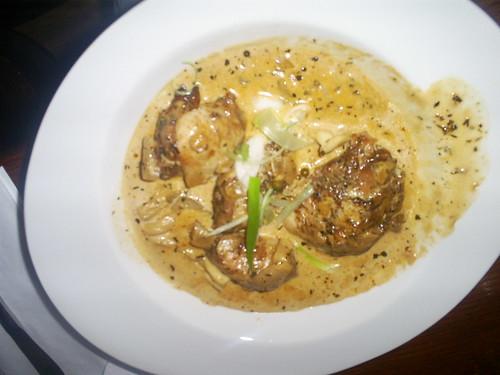 Jerck Chicken avec creme rhum sauce w/ oyster mushrooms